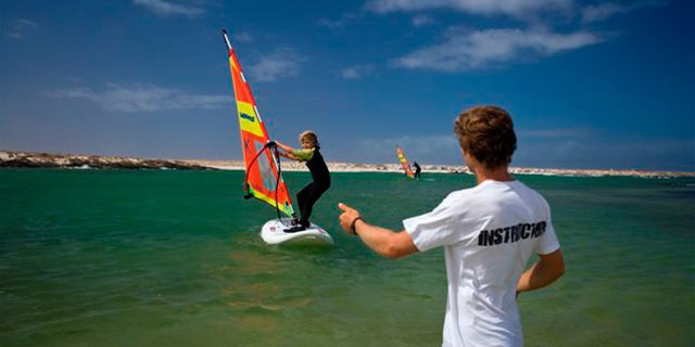 Kiddy windsurfing