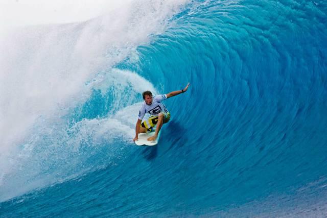 Surf-In-Fiji