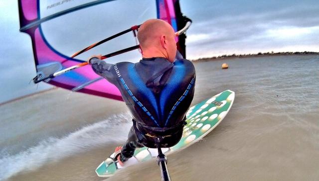 Tez Plavenieks windsurf testing teh SJ400 action cam 1